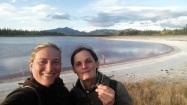 Anne et moi, au lac salé de Whitehorse. ©Kelly Tabuteau