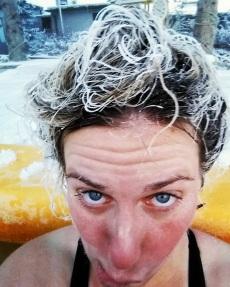 Entraînement pour le concours de cheveux givrés. ©Kelly Tabuteau